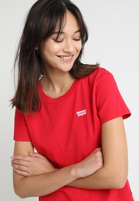 Levi's® - 501 GRAPHIC SURF TEE - T-shirts med print - lychee - 3