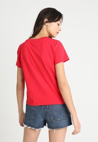 Levi's® - 501 GRAPHIC SURF TEE - T-shirts med print - lychee - 2