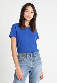 Levi's® - 501 GRAPHIC SURF TEE - Camiseta estampada - surf blue - 0