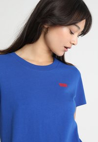 Levi's® - 501 GRAPHIC SURF TEE - Camiseta estampada - surf blue