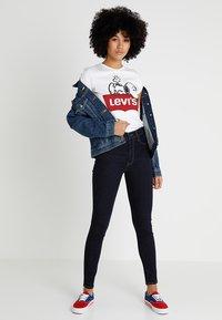 Levi's® - LEVI'S® X PEANUTS THE PERFECT TEE - T-Shirt print - peanuts white - 1