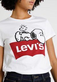 Levi's® - LEVI'S® X PEANUTS THE PERFECT TEE - T-Shirt print - peanuts white - 4