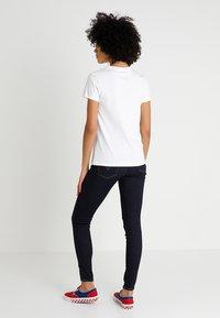Levi's® - LEVI'S® X PEANUTS THE PERFECT TEE - T-Shirt print - peanuts white - 2