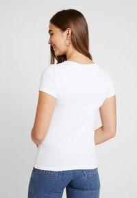 Levi's® - TEE 2 PACK - T-shirt - bas - white/smokestack heather - 2