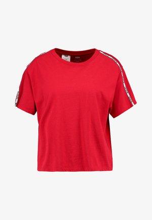 VARSITY TEE - Print T-shirt - brilliant red