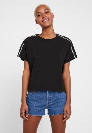 VARSITY TEE - Print T-shirt - meteorite