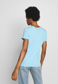 Levi's® - THE PERFECT TEE - T-shirt imprimé - baltic sea
