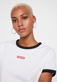 Levi's® - PERFECT RINGER TEE - Triko spotiskem - baby tab ringer white - 4