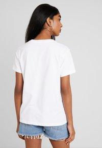 Levi's® - FLORENCE TEE - T-shirt imprimé - white - 2