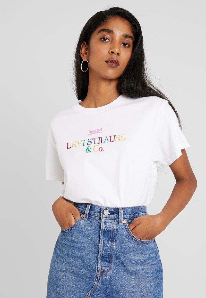 Levi's® - GRAPHIC VARSITY TEE - T-Shirt print - white