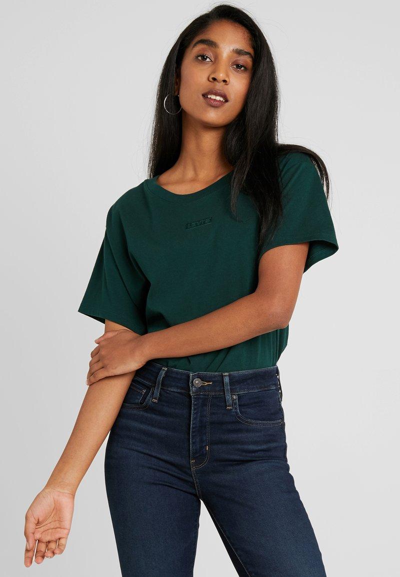 Levi's® - GRAPHIC VARSITY TEE - Basic T-shirt - pine grove