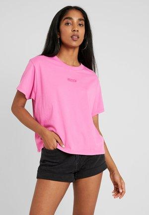 GRAPHIC VARSITY TEE - Basic T-shirt - tonal baby tab phlox pink