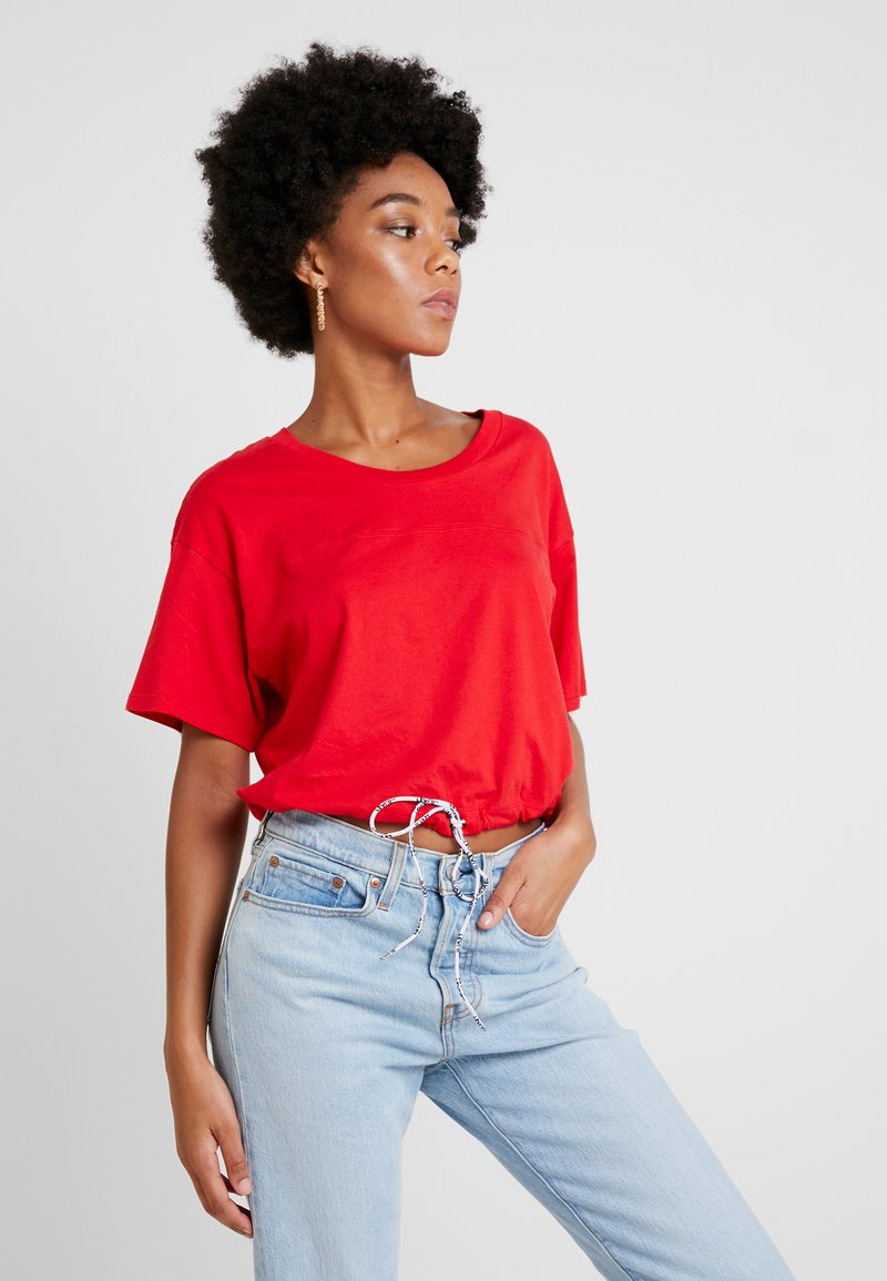 Levi's® - DRAWSTRING TEE - Print T-shirt - brilliant red