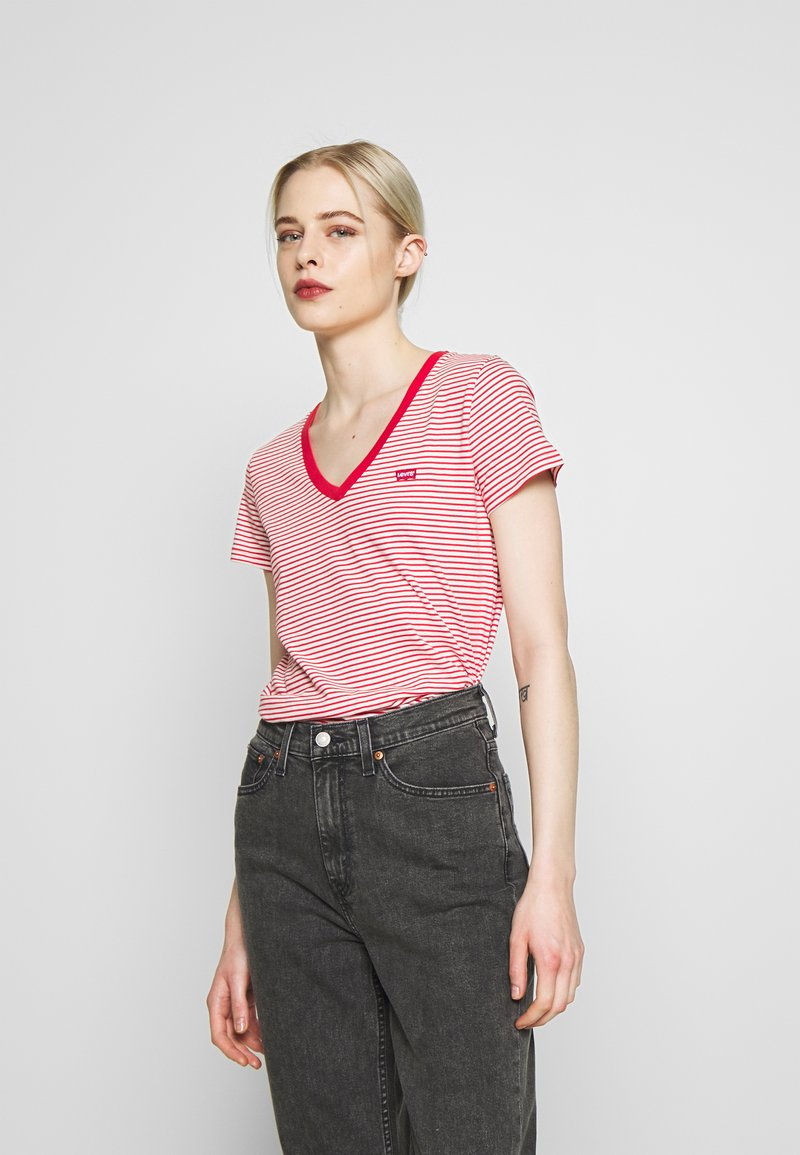 Levi's® - PERFECT V NECK - T-shirt con stampa - annalise tomato