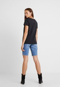 Levi's® - PERFECT V NECK - T-shirt con stampa - caviar - 2