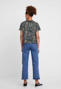 Levi's® - GRAPHIC VARSITY TEE - Print T-shirt - multicolor - 2