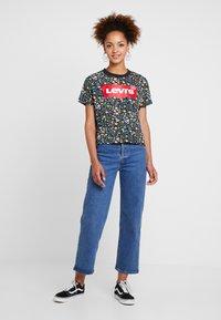 Levi's® - GRAPHIC VARSITY TEE - Print T-shirt - multicolor - 1