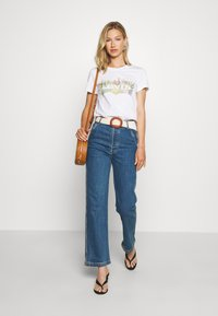 Levi's® - THE PERFECT TEE - Printtipaita - white - 1