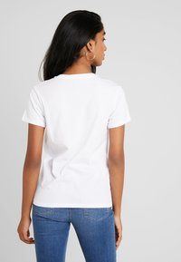 Levi's® - THE PERFECT TEE - T-shirt imprimé - hsmk dunsmuir fill white - 2