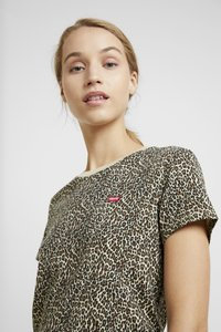 Levi's® - PERFECT TEE - T-shirt med print - chest hit - 3