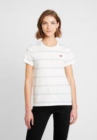 Levi's® - PERFECT TEE - T-shirts med print - alyssa cloud dancer - 0
