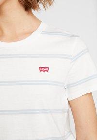 Levi's® - PERFECT TEE - T-shirts med print - alyssa cloud dancer - 4