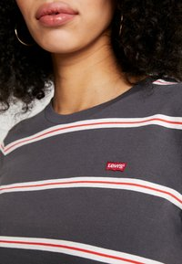 Levi's® - PERFECT TEE - T-shirt print - amira/forged iron - 5