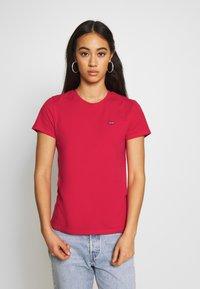 Levi's® - PERFECT TEE - T-shirt z nadrukiem - tomato - 0