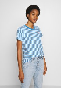 Levi's® - PERFECT TEE - T-shirts med print - raita marina - 0