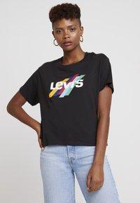 Levi's® - GRAPHIC VARSITY TEE SLANTED STRIPE LOGO - T-shirts print - black - 0