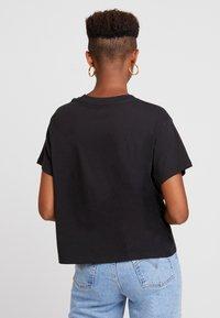 Levi's® - GRAPHIC VARSITY TEE SLANTED STRIPE LOGO - T-shirts print - black - 2