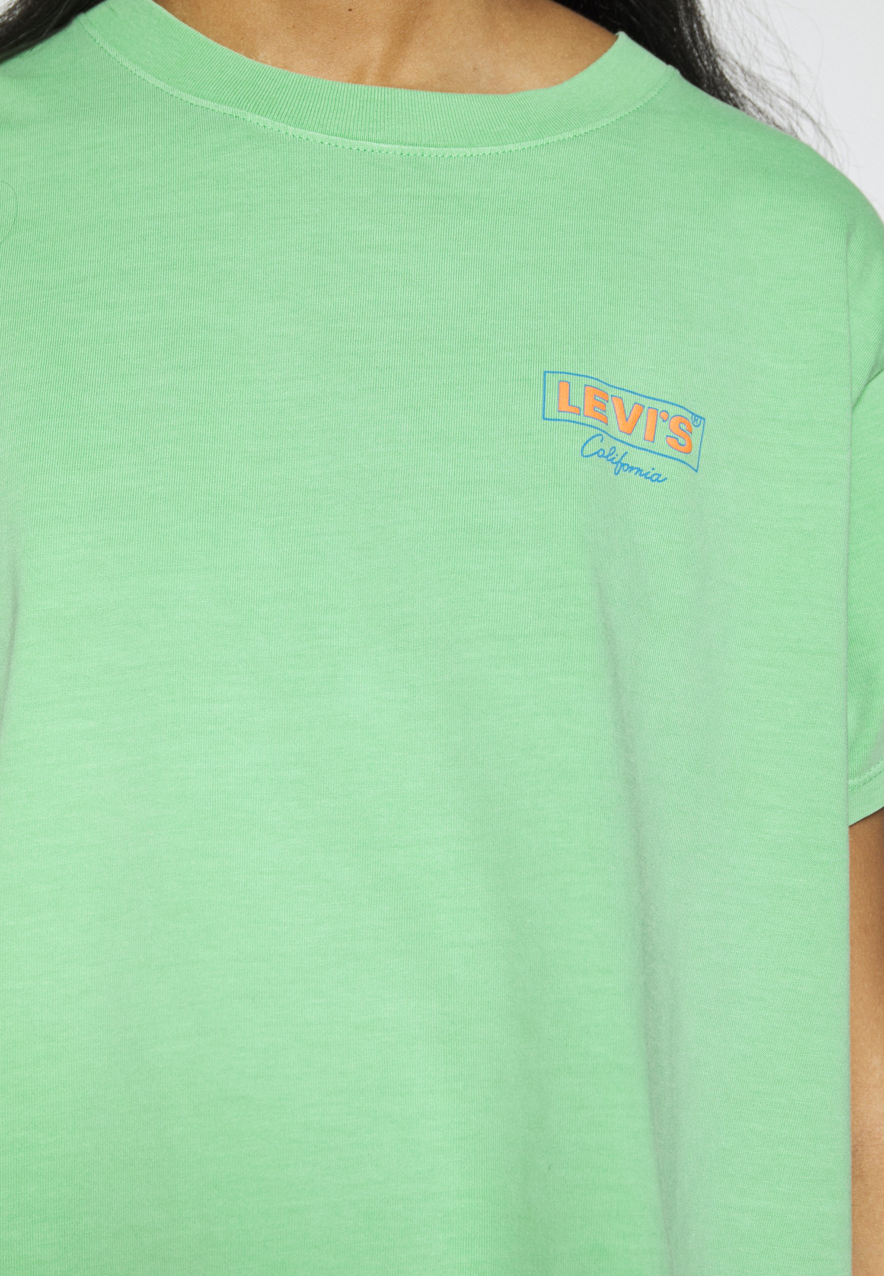 Levi's® GRAPHIC VARSITY TEE - T-shirts med print - absinthe green