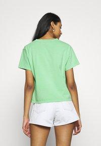 Levi's® - GRAPHIC VARSITY TEE - T-shirts med print - absinthe green - 2