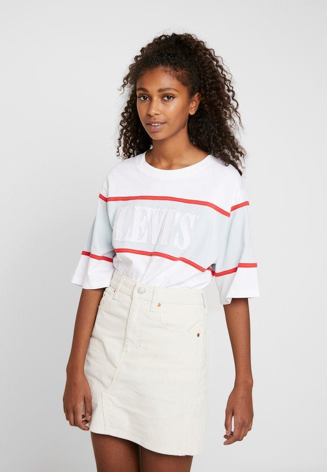 CAMERON TEE - Camiseta estampada - white/baby blue/tomato
