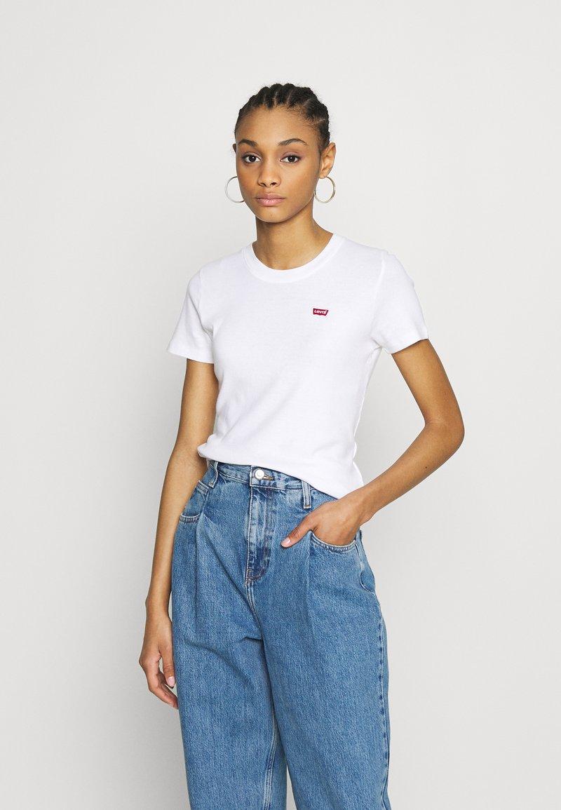 Levi's® - BABY TEE - Print T-shirt - white