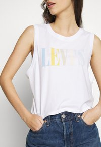 Levi's® - GRAPHIC CROP TANK - Topper -  serif tank white - 5