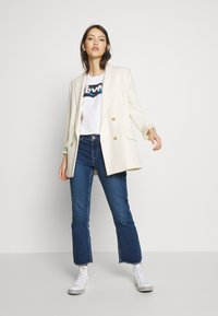 Levi's® - THE PERFECT TEE - T-Shirt print - floral filled batwing white - 1