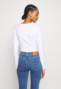 Levi's® - GRAPHIC BODYSUIT - Long sleeved top - white - 2