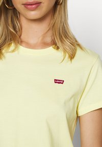 Levi's® - PERFECT TEE - T-paita - lemon meringue - 5