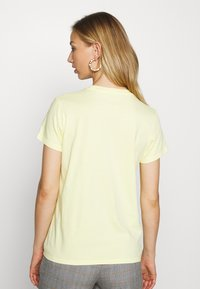 Levi's® - PERFECT TEE - T-paita - lemon meringue - 2