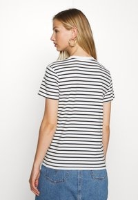 Levi's® - PERFECT TEE - Triko s potiskem - benitoite/cloud dancer - 2