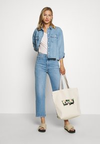 Levi's® - PERFECT VNECK - T-shirts med print - annalise/sepia rose - 1