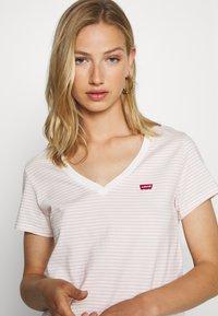 Levi's® - PERFECT VNECK - T-shirts med print - annalise/sepia rose - 3