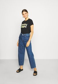 Levi's® - THE PERFECT TEE - T-shirts med print - black - 1