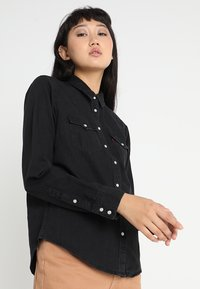 Levi's® - ULTIMATE WESTERN - Button-down blouse - shiny happy people - 0