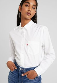 Levi's® - THE ULTIMATE - Camisa - bright white - 4