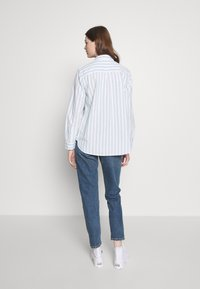Levi's® - THE ULTIMATE - Camicia - white/light blue - 2