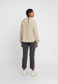 Levi's® - MARGOT - Koszula - stripe sandshell - 2