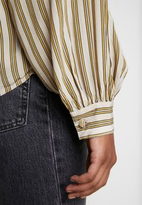 Levi's® - MARGOT - Koszula - stripe sandshell - 5