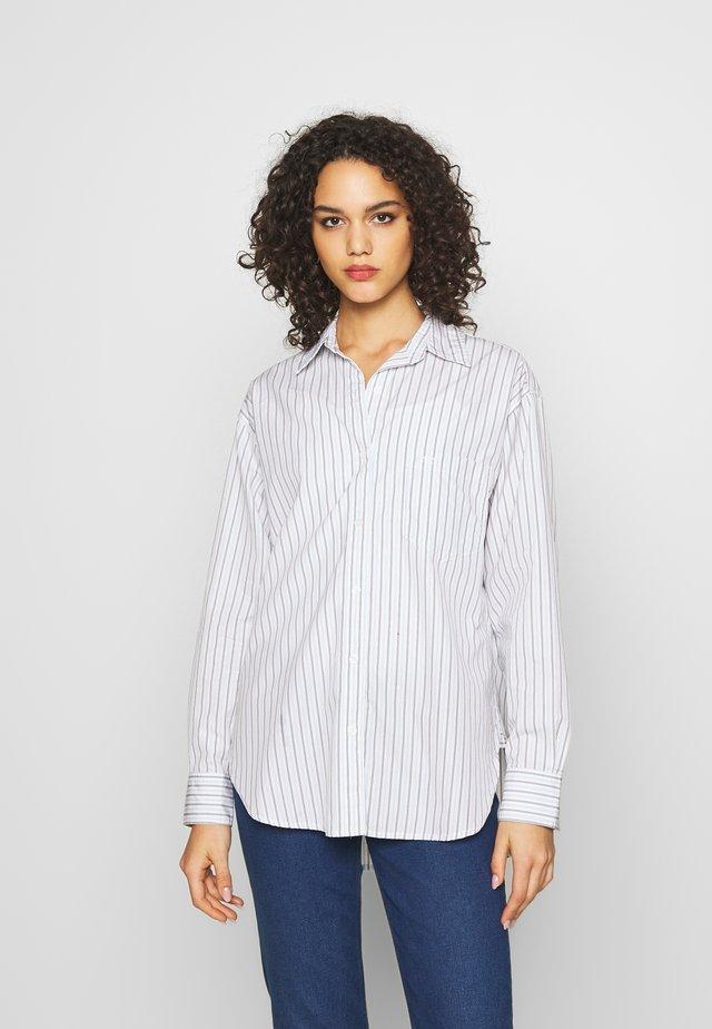 THE DAD SHIRT POCKET - Button-down blouse - amaris/bright white